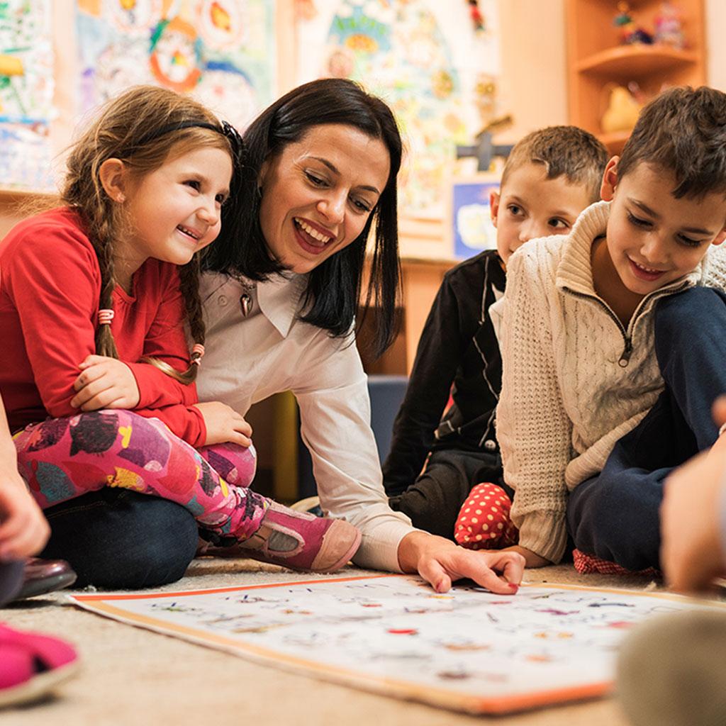 Profesora nativa de ingles con niños de 6 a 8 años
